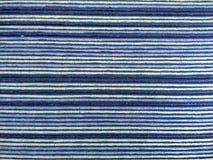 Ύφασμα υφασμάτων, κλωστοϋφαντουργικό προϊόν με το πορφυρό και άσπρο γραμμικό σχέδιο Στοκ Εικόνα