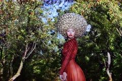 Ύφος μόδας. Δημιουργικότητα. Εκκεντρική γυναίκα στην περούκα τέχνης με τις πλεξούδες στοκ εικόνες