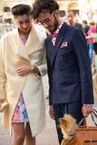Ύφος οδών κατά τη διάρκεια της εβδομάδας μόδας του Μιλάνου για την άνοιξη/το καλοκαίρι του 2015 στοκ φωτογραφίες