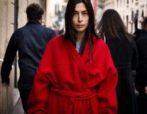 Ύφος οδών: Φθινόπωρο εβδομάδας μόδας του Μιλάνου/χειμώνας 2015-16 στοκ φωτογραφία