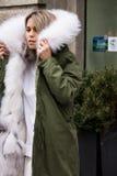 Ύφος οδών: Φθινόπωρο εβδομάδας μόδας του Μιλάνου/χειμώνας 2015-16 στοκ εικόνες