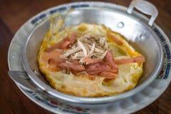 Ύφος ταϊλανδικών ή τροφίμων του Βιετνάμ του προγεύματος, τηγάνι αυγών Στοκ Εικόνα