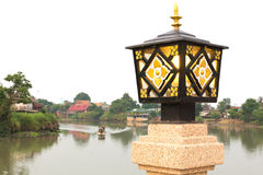 Ύφος της Ταϊλάνδης Lamppost στον ποταμό στοκ εικόνες