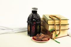 Ύφος φαναριών αραβικά ή Μαρόκο με το φοίνικα ημερομηνίας Στοκ Εικόνες