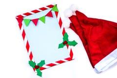 Ύφος Χριστουγέννων για να κάνει τον κατάλογο με τα καπέλα santa Στοκ φωτογραφία με δικαίωμα ελεύθερης χρήσης