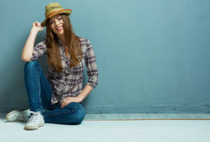 Ύφος Cowgirl Παλαιά φωτογραφία ύφους μόδας Στοκ φωτογραφίες με δικαίωμα ελεύθερης χρήσης