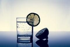 ύδωρ λεμονιών γυαλιού Στοκ Εικόνες