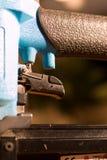 ώθηση καρφιών πυροβόλων όπλ& Στοκ Εικόνες