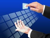 ώθηση χεριών επιχειρησιακών κουμπιών Στοκ φωτογραφία με δικαίωμα ελεύθερης χρήσης