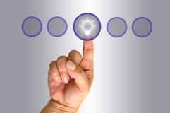 ώθηση χεριών κουμπιών Στοκ Φωτογραφίες