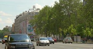 Ώρα κυκλοφοριακής αιχμής στη λεωφόρο Gheorghe Magheru του Βουκουρεστι'ου απόθεμα βίντεο