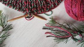 δώρα Χριστουγέννων ανασκόπησης που πλέκουν το κόκκινο Στοκ φωτογραφίες με δικαίωμα ελεύθερης χρήσης