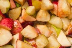 Ώριμα μήλα και αχλάδια που μαγειρεύονται στο σιρόπι ζάχαρης Διαδικασία το j στοκ φωτογραφία με δικαίωμα ελεύθερης χρήσης