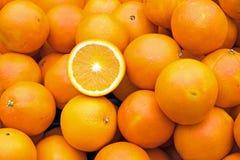 Ώριμα πορτοκάλια για την πώληση Στοκ Εικόνες