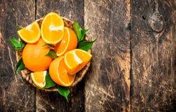 Ώριμα πορτοκάλια στο καλάθι Στοκ φωτογραφίες με δικαίωμα ελεύθερης χρήσης