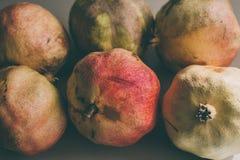 Ώριμα φρούτα ροδιών ως υπόβαθρο Κλείστε επάνω την άποψη του υποβάθρου ροδιών Νωποί καρποί Ομάδα εκλεκτής ποιότητας ροδιών Στοκ εικόνες με δικαίωμα ελεύθερης χρήσης
