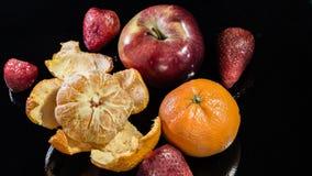 Ώριμα φρούτα σε ένα μαύρο υπόβαθρο Στοκ φωτογραφίες με δικαίωμα ελεύθερης χρήσης