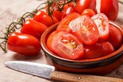 Ώριμες οργανικές κόκκινες ντομάτες δαμάσκηνων Στοκ Φωτογραφίες