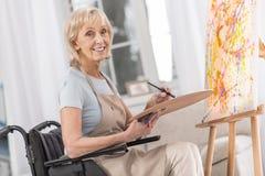 Ώριμη ανάπηρη γυναίκα που βελτιώνεται Στοκ Εικόνα