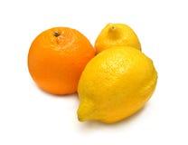 Ώριμη απομονωμένη πορτοκάλι κινηματογράφηση σε πρώτο πλάνο λεμονιών amd Στοκ Φωτογραφίες