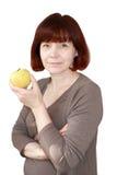 Ώριμη γυναίκα με τη Apple που απομονώνεται Στοκ εικόνα με δικαίωμα ελεύθερης χρήσης