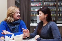Ώριμη γυναίκα στον καφέ Στοκ φωτογραφίες με δικαίωμα ελεύθερης χρήσης