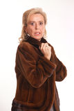Ώριμη κυρία στη γούνα Στοκ εικόνα με δικαίωμα ελεύθερης χρήσης