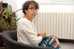Ώριμη ράβοντας προσθήκη γυναικών Στοκ Εικόνες