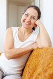 ώριμη χαμογελώντας γυναί&kapp Στοκ φωτογραφία με δικαίωμα ελεύθερης χρήσης