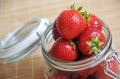 Ώριμη juicy φράουλα Στοκ εικόνα με δικαίωμα ελεύθερης χρήσης