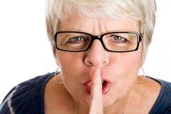 ώριμη shushing γυναίκα Στοκ φωτογραφίες με δικαίωμα ελεύθερης χρήσης