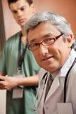 Ώριμος αρσενικός γιατρός στοκ εικόνες