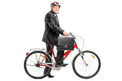 Ώριμος επιχειρηματίας με το ποδήλατο Στοκ φωτογραφία με δικαίωμα ελεύθερης χρήσης