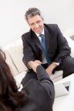 Ώριμος επιχειρηματίας στη συνέντευξη Στοκ Εικόνες