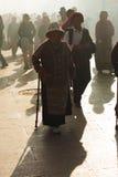 Ώριμος θιβετιανός καπνός Barkhor Jokhang Lhasa γυναικών Στοκ Εικόνα