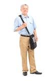 Ώριμος mailman με μια τσάντα Στοκ εικόνα με δικαίωμα ελεύθερης χρήσης