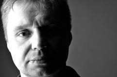 Ώριμο άτομο πορτρέτου στο σχεδιάγραμμα γραπτό Στοκ φωτογραφία με δικαίωμα ελεύθερης χρήσης
