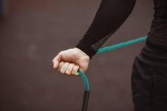 Ώριμο αρσενικό τέντωμα αθλητών υπαίθριο Στοκ φωτογραφία με δικαίωμα ελεύθερης χρήσης