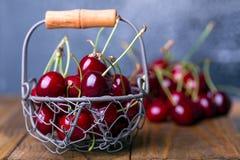 Ώριμο και juicy κόκκινο κεράσι Στοκ εικόνα με δικαίωμα ελεύθερης χρήσης