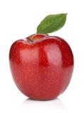 Ώριμο κόκκινο μήλο με το πράσινο φύλλο Στοκ Εικόνες