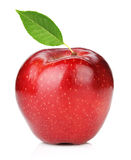 Ώριμο κόκκινο μήλο με το πράσινο φύλλο Στοκ εικόνες με δικαίωμα ελεύθερης χρήσης