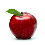 Ώριμο κόκκινο μήλο το πράσινο φύλλο που απομονώνεται με στο λευκό Στοκ Φωτογραφία