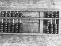Абакус на деревянной предпосылке стоковые фотографии rf