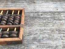 Абакус на деревянных предпосылке и космосе Стоковые Фото