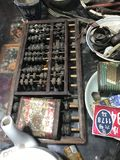 Абакус проданный в антикварном магазине стоковые фото