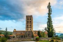 Аббатство Святой Мишель de Cuxa около деревни Codalet - Франции Стоковые Фото