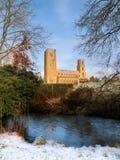 Аббатство Wymondham в зимнем времени стоковые изображения rf