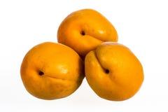 3 абрикоса изолированного на белой предпосылке Стоковая Фотография