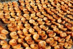 Абрикосы засыхания стоковое фото
