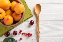Абрикос и ягоды Стоковые Фотографии RF